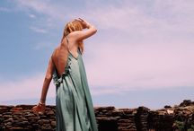 theSTYLELOVE.com / 'Walk like you have three men walking behind you.' - Oscar de la Renta