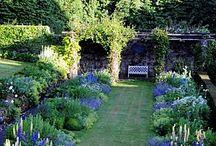 GARDEN ROOMS & GARDENING TIPS / Garden Inspiration, Helpful Tips and Design Ideas for Outdoor & Indoor Gardens, Houseplants too #gardening #gardens #houseplants