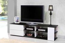 Meubles TV / Vous (re) aménagez votre salon ou votre chambre ou vous venez de vous acheter une nouvelle télévision et vous cherchez LE meuble tv parfait ? SoFactory vous donne du choix avec une large gamme de meuble de télévision à votre style : vintage, Scandinave, industriel... Regardez il y en aura forcément une table de télévision qui vous conviendra.