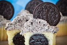 Cupcakes / Recipes for one of the most trendy and popular hand-held desserts.