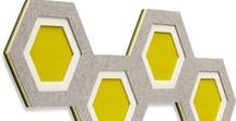 Hey-Sign / Al meer dan 10 jaar heeft het Duitse Hey-Sign zich gespecialiseerd in het materiaal vilt. Het materiaal heeft vele positieve eigenschappen. Zo voelt het heerlijk aan op de huid, is het luchtdoorlatend en temperatuurvast (het voelt niet koud aan). Vilt is beschikbaar in alle vormen en kleuren. Sinds enkele jaren is Hey Sign zich gaan toeleggen op het produceren van stoelkussens voor bekende merken als Kartell, Vitra en HAY.