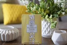Buttercup Fields / Yellow fields of buttercups sparkle with fresh citrus & pineapple on a bed of sandalwood and vanilla