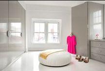 Vestidor y Armario Grande / Todas soñamos con armarios grandes o un vestidor en nuestra casa. Aquí algunas ideas de decoración para cuando llegue el momento de tener tu pequeño santuario de ropa  #moda #armario