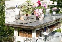 potting bench / alla ricerca di idee per il potting bench ideale  #giardinoindiretta #ilgiardinochevorrei http://giardinoindiretta.blogspot.com