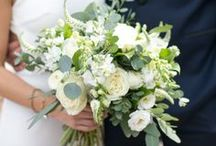 wedding bouquets. / Wedding bouquets for romantic and organic wedding including wedding bouquets with peonies, wedding bouquets with greenery, wedding bouquets with garden roses and wedding bouquets with dahlias.
