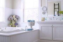 Bathrooms / by Melissa Soto