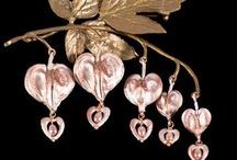 jewellery i love / by Laura Bryan