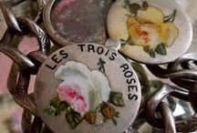 Flowers & Hearts - Vintage Charms & Bracelets / Vintage Gold, Silver & Enamel Flower charms with floral motifs, flowers & hearts. Roses, pansy, forget-me-not, daisy, violets.