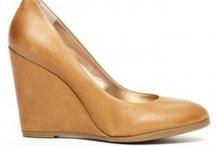 Shoe Lust / by Elizabeth Chatterton