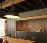 Landelijke keukens / Houdt u van een sfeervol, landelijk interieur? Waarin het buitenleven, nostalgie en handwerk centraal staan? Keller biedt meerdere opties om deze landelijke stijl eenvoudig in uw keuken toe te passen. Van kader modellen en gegroefde deuren tot het gebruik van natuurlijke materialen als hout en steen. Wat vindt u het mooist?