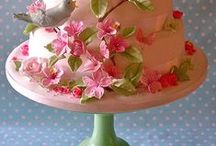 Food - Beautiful Cakes / by LaurieAnna's Vintage Home