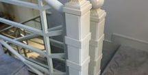 """Перила """"Ёлочка"""" / Ограждения лестничных маршей и балконной площадки. Изделия выполнены из металлической трубы круглого, прямоугольного и квадратного сечений. На опорных столбах - металлические шары. Изделия загрунтованы и окрашены в цвет """"слоновая кость""""."""