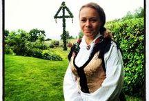 Folkdräkt / Svenska traditioner med svenska vackra folkdräkter. Ren och sann hantverk