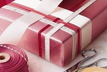 Gift Wrapping / Pretty gift wrapping ideas! Beautiful DIY gift tags, bags, and bow toppers.