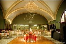 Venue: Fort Piqua Ballroom / Located on the forth floor of the Fort Piqua Plaza Hotel and can host up to 350 guests.
