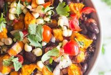 Delicious Vegetarian Recipes / Completely meat free and BIG on flavor, these veggie dishes are my favorites from around the web and packed with good stuff!