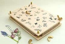 STUDIO KARAMELO || floral illustration, rubber stamps & paperware / Floral illustration and premium-quality, eco-friendly paperware. Rubber stamps, gift wrapping paper, greeting cards, sticker, flower press and more