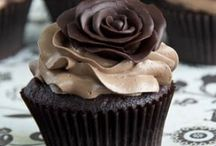 Irresistable Cupcakes / Those yummy-looking cupcakes are expensive. Here are ideas and recipes for you to make your own.