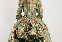 18th century : Robe à la Polonaise / Robe à la Polonaise. Robe à la Circassienne. Robe à la Versaillaise. --- True Robe à la Polonaise and not Robe à l'Anglaise worn à la Polonaise. (repinning since half my pins have disappeared)