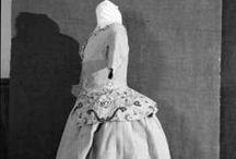 18th century : Embroidered attires
