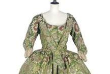 18th century : Open Robe (or Mantua) w/ Robings