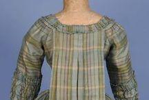 """18th century : casaquin à la française (pet-en-l'air) / also known as """"Caraco plissé"""" in the period texts and fashion plates"""