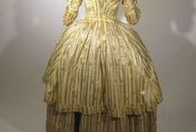 18th century : 1780's Short Robe à la Polonaise / Short rounded skirt, not lifted up. Seems to have been more common in the 1780s and unknown in France.