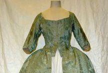 18th century : Robe à l'anglaise / anglaise retroussée en polonaise