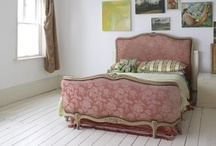 pink bedrooms / by Alexis Finc