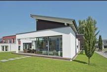 Stilvoll und sorglos leben auf einer Ebene / In diesem WeberHaus nach dem Wohnkonzept ebenLeben vereinen sich Komfort und Ästhetik auf perfekte Weise. Kein Wunder! Das frei geplante Architektenhaus besticht mit einer barrierefreien und komfortablen Bauweise.
