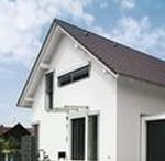 Black & White zum Wohlfühlen / Dieses Haus besticht durch seine geraden Linien, ohne auf die eine oder andere Raffinesse zu verzichten. Sowohl für den Innen- als auch für den Außenbereich ergeben sich interessante Wohnmöglichkeiten durch die individuelle Grundrissgestaltung. Sie haben außergewöhnliche Wünsche für Ihren Hausbau? Kein Problem, unsere Bauberater helfen Ihnen gerne weiter, um die individuellen Vorstellungen von Ihrem Traumhaus zu verwirklichen.