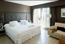 Habitaciones del Hotel Barceló Sevilla Renacimiento / El Hotel Barceló Sevilla Renacimiento cuenta con 295 luminosas y amplias habitaciones de 40m2, con camas de gran tamaño y muy cómodas. Su decoración moderna y confortable, así como los servicios que ofrece como Wi-Fi o servicios de habitaciones 24 horas, harán de su estancia en Sevilla un recuerdo inolvidable.