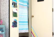 Dorm Decor Ideas / Heading off to college or back to campus can be stressful! Hopefully with all of these dorm decor ideas you will be able to relax a little and still have some awesome DIY dorm decor, cheap dorm room ideas, and some easy dorm organization ideas too.