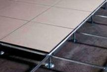 SUELO TECNICO / PISO TECNICO /  El suelo tècnico elevado  es un sistema de paneles modulares que apoyan sobre una estructura portante regolable en altura. Este sistema permite de crear abajo del piso un vano tecnico ,útil para el passaje de los cables.