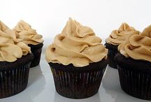 Muffins & cupcakes / by Marie-France Bourgon