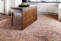 kitchens & terracotta floor tiles / kitchens with terracotta floor tiles / Cocinas con suelos de barro