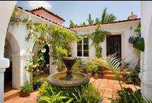 Courtyard, patios & terracotta floor tiles / Courtyard and patios with terracotta floor tiles / Jardines y patios con suelos de barro