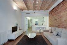 Living rooms & brick walls / Living rooms with brick walls / Salones con paredes de ladrillos vistos.
