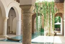 Courtyards, patios & brick walls / Courtyard and patios with exposed brick walls / Jardines y patios con paredes y muros de ladrillos vistos