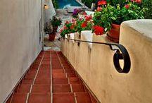 Stairs & terracotta floor tiles / Stairs with terracotta floor tiles / Escaleras y suelos de barro