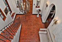 House entries, halls & terracotta floor tiles / House entries & halls with terracotta floor tiles / Hallas y entradas de casas con suelos de barro