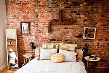 Bedrooms & brick walls / Bedrooms with exposed brick walls / Dormitorios con paredes y muros de ladrillos vistos.