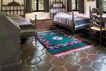 Bedrooms & terracotta floor tiles / Bedrooms with terracotta floor tiles / Dormitorios con suelos de barro.