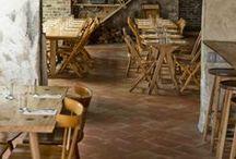 Restaurants & terracotta floor tiles / Restaurants with terracotta floor tiles / Restaurantes con suelos de barro
