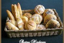 03. Bread, Rolls, Sammies Tutorials / by Pauline Coombes