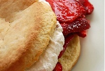 Desserts / Sweet bites, wedding cakes, and other taste-bud delights.