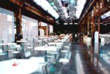 EINMALIGE EVENTLOCATIONS: AREAL BÖHLER / Eine unserer außergewöhnlichsten Locations ist das AREAL BÖHLER in Düsseldorf mit einer Gesamtfläche von über 13.500 qm. Dort können insgesamt sieben große Hallen mit industriellem Charme mit Zeltstrukturen miteinander verbunden oder auch einzeln genutzt werden. Im Sommer bietet der über 3.000 Quadratmeter große Außenbereich Platz für ein Outdoor-Event der Spitzenklasse.