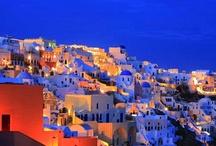 Santorini  Breathtaking Villages that will steal your heart / http://lifethinktravel.eu/category/santorini/
