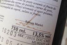 Sable Noble / Vinul de nisip. O colectie de trei cupaje, toate vinuri seci, simbolizate prin trei elemente distincte: crabul (cupajul rosu), melcul (cupajul roze) si scoica (cupajul alb). Partenerii de cupaj din fiecare vin pot sa difere de la an la an, important este ca numerosii fani ai acestei colectii sa regaseasca in pahar, de fiecare data, acelasi stil de vin. O colectie M1 cu un excelent raport calitate/pret.