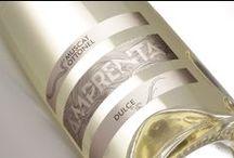 Amprenta / Singurul vin linistit dulce din portofoliul Cramei Atelier, Amprenta este realizat in fiecare an din Muscat Ottonel, un soi care se exprima la superlativ in Podgoria Murfatlar. O colectie in care adunam cea mai buna expresie a terroir-ului si a anului de recolta.